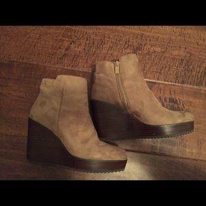 Euc size 6 volatile boots